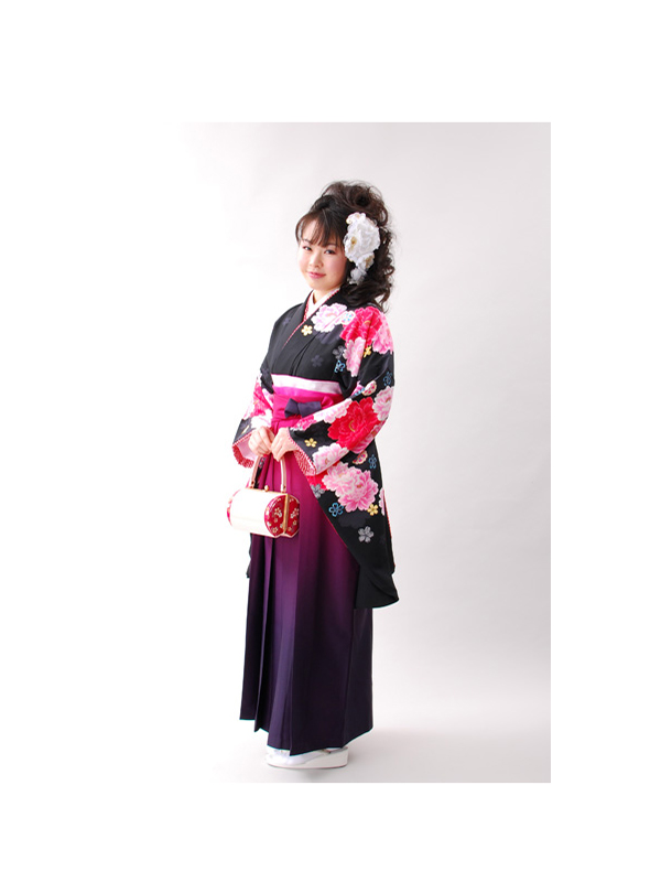 【高級卒業式袴レンタル】2p-18 黒地 ピンクや赤の花柄 サイズ 洋花・桜