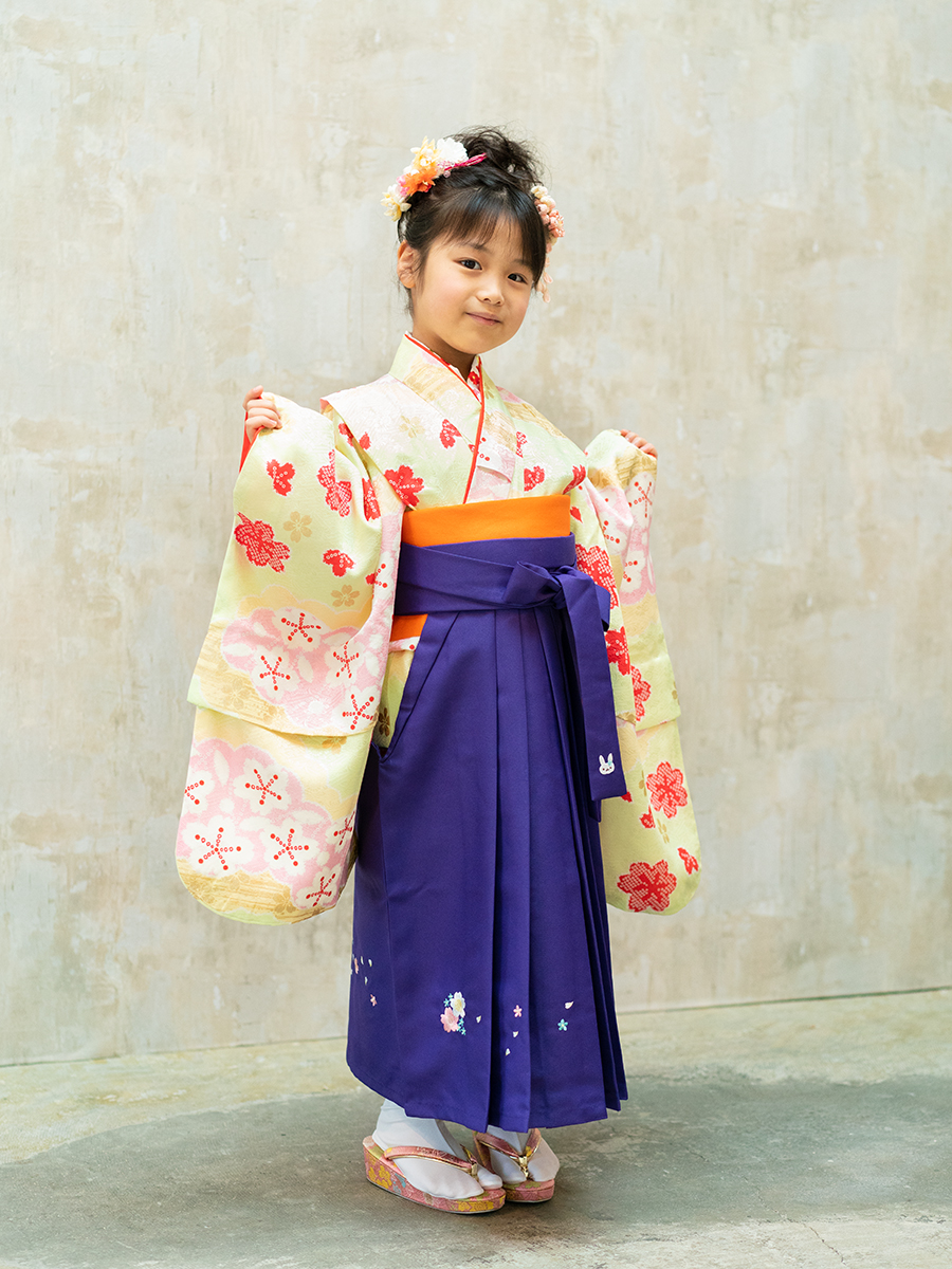 【卒園式向けの着物と袴レンタル】黄緑系の色のきもの。品番:7-204