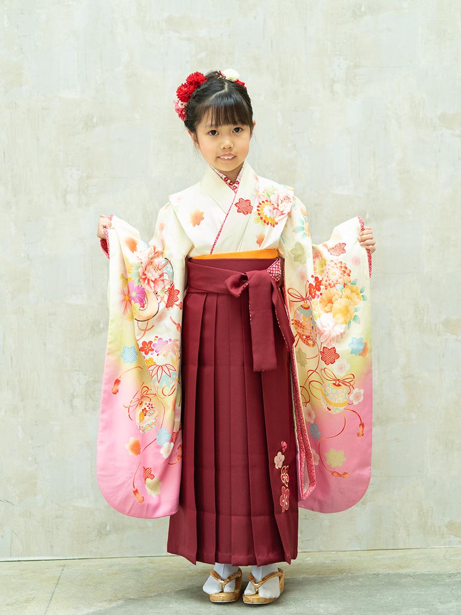 【卒園式向けの着物と袴レンタル】クリーム色の乙葉ブランドの可愛いきもの。品番:7-205