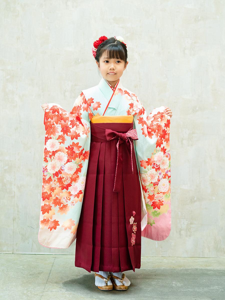 【卒園式向けの着物と袴レンタル】水色と紅葉と桜柄のきもの。品番:7-207