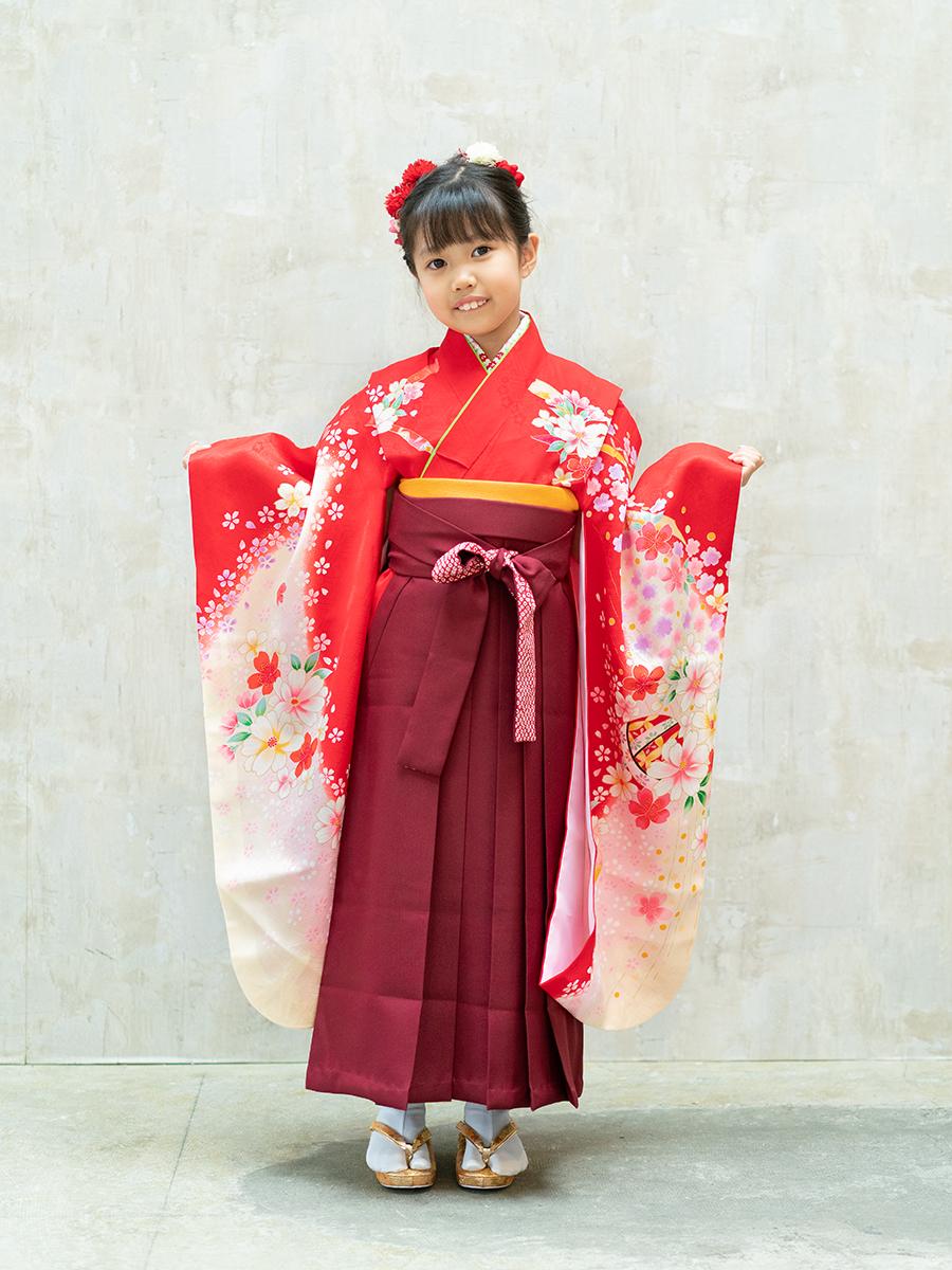 【卒園式向けの着物と袴レンタル】赤色とお花柄のきもの。品番:7-209