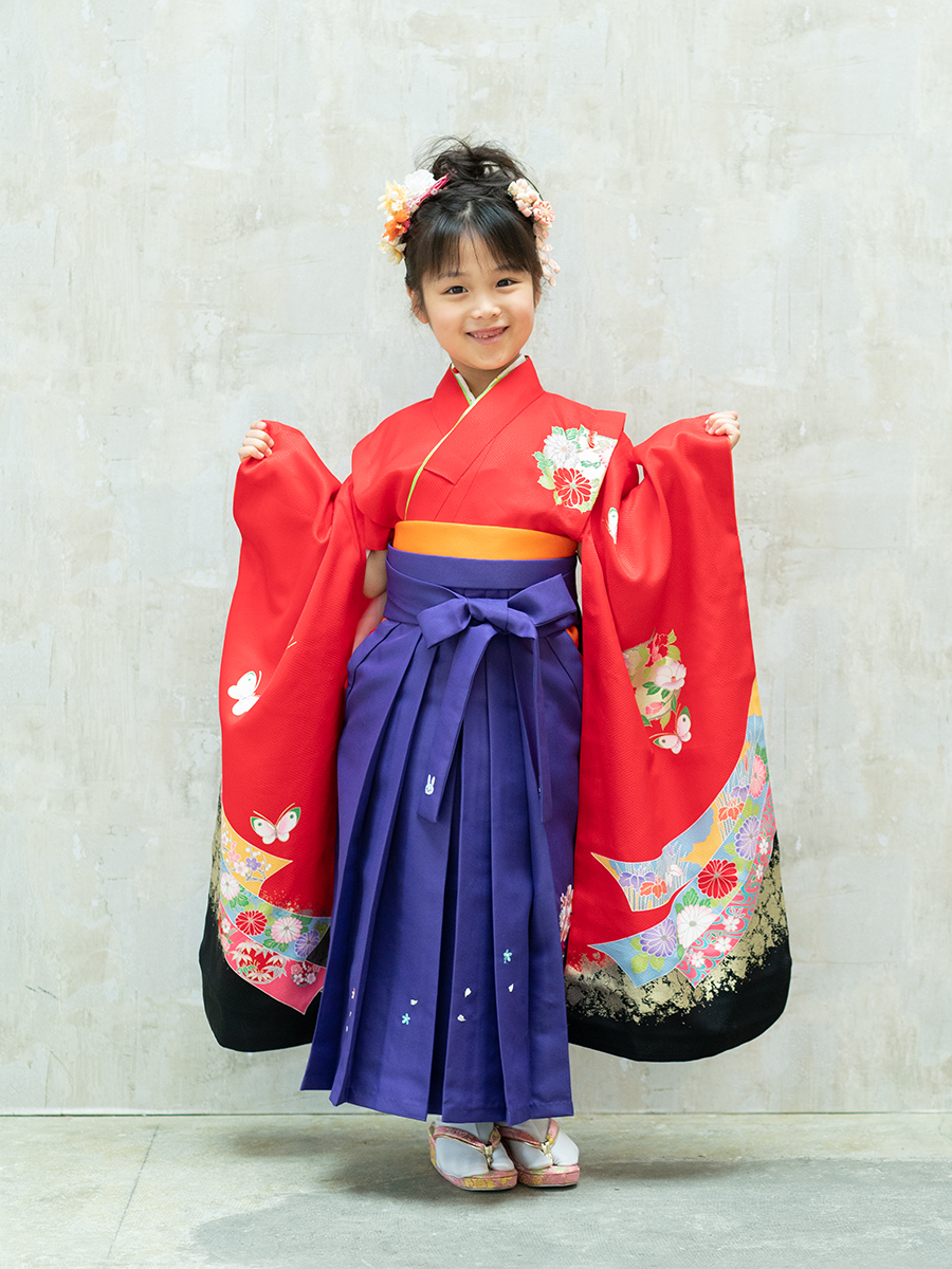 【卒園式向けの着物と袴レンタル】赤色と熨斗柄のきもの。品番:7-210
