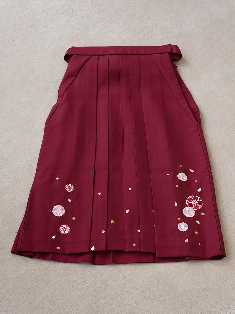 小学生用の袴レンタル・刺繍ありのエンジ色・137cm-145cm向け