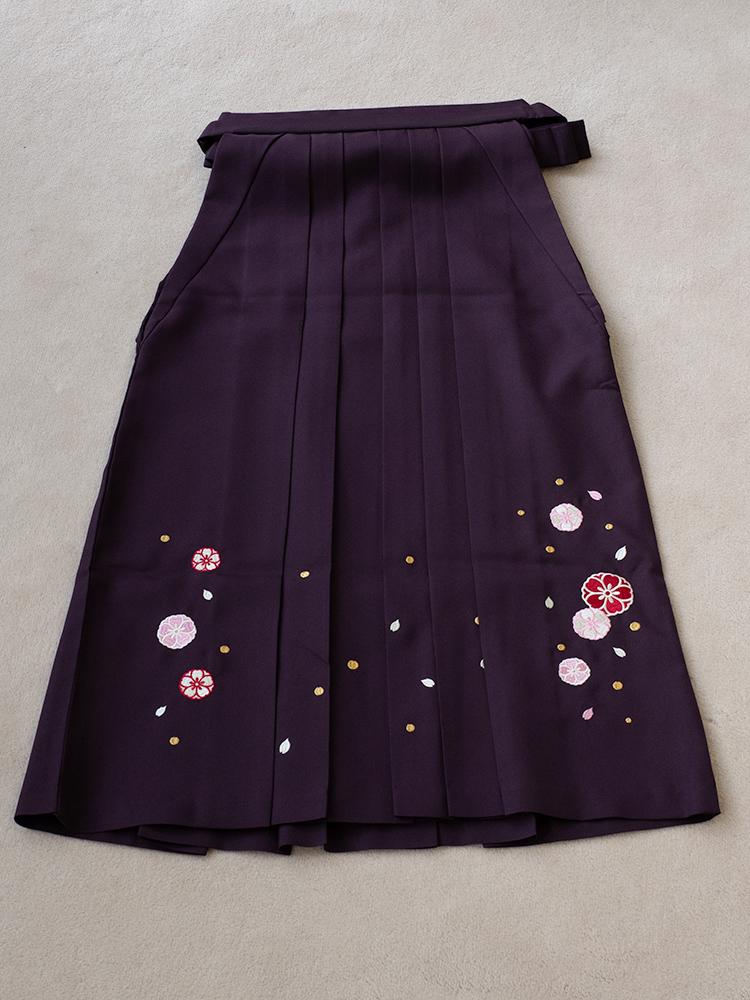 小学生用の袴レンタル・刺繍ありの濃い紫色・145cm-153cm向け