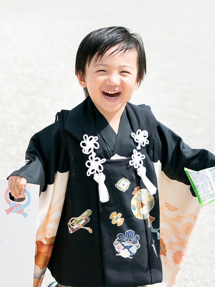 3才の男の子(満2歳)がお参りするときの被布です。正絹なので高級感がございます。