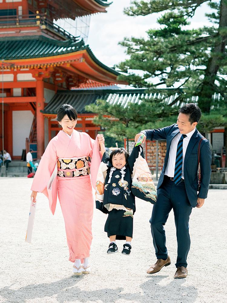 3才の男の子(満2歳)がお参りするときの被布。ご家族と神社にお参りです。
