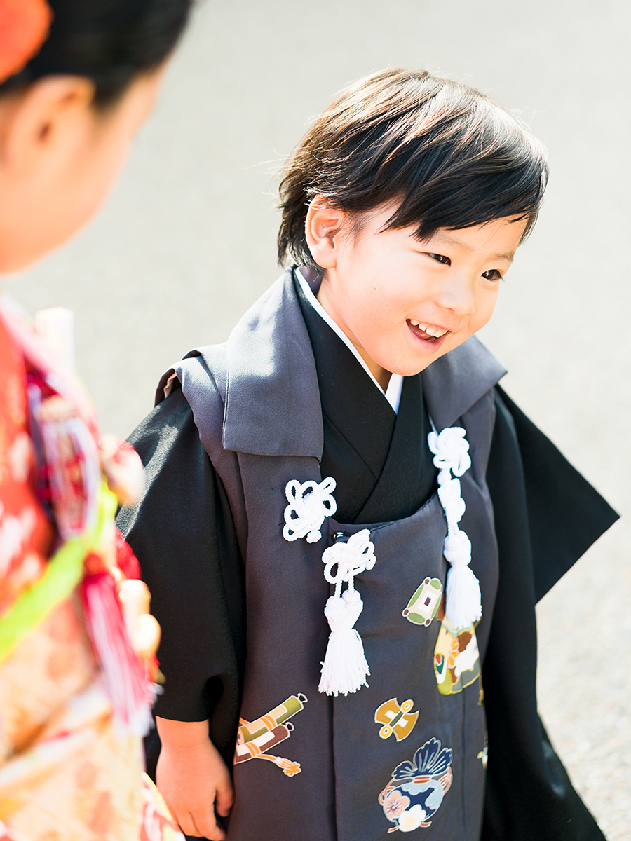 3才の男の子(満2歳)がお参りするときの被布です。お母様とお父様と一緒に七五三参り
