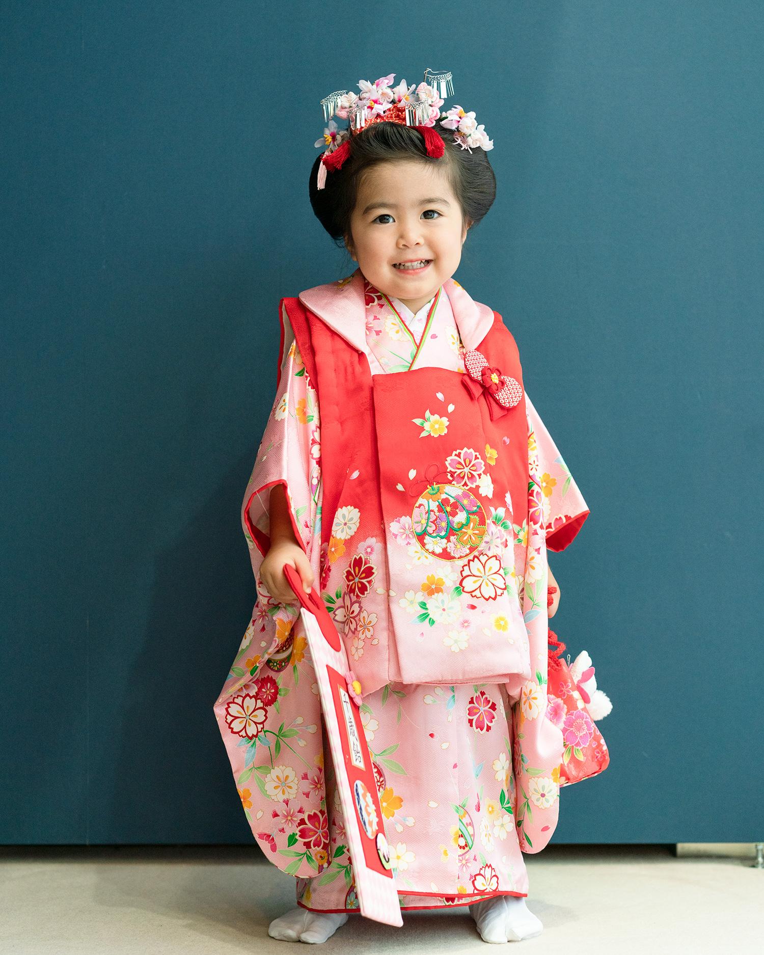 七五三の3歳被布レンタル(品番kd-20)の着姿
