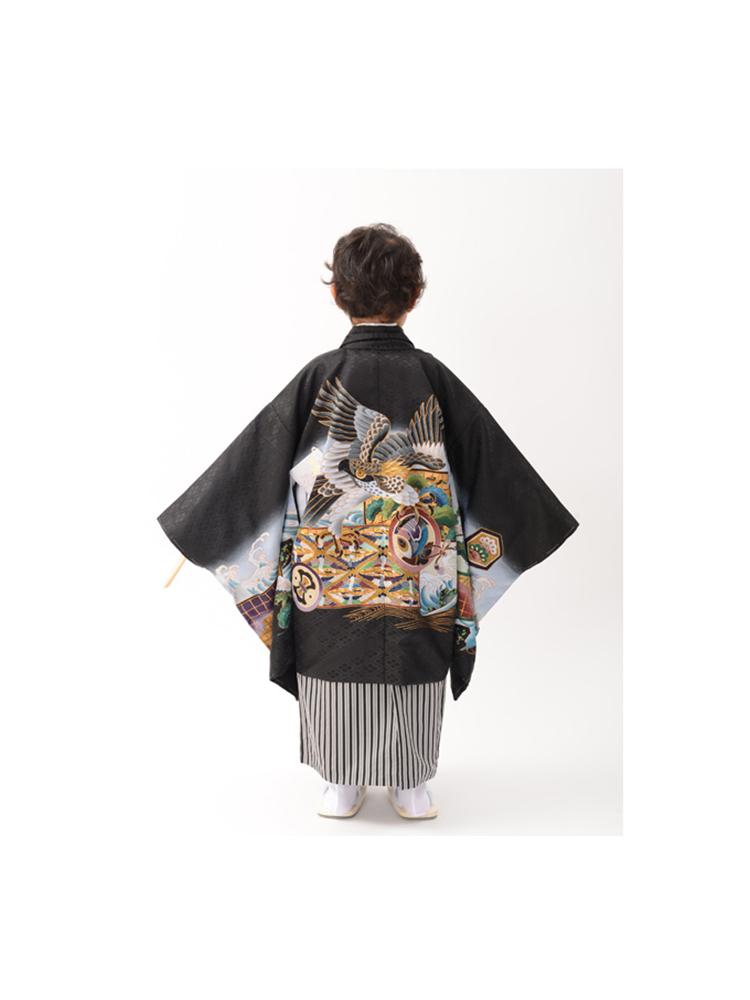 五歳の男の子着物レンタル。黒地で鷹の柄。