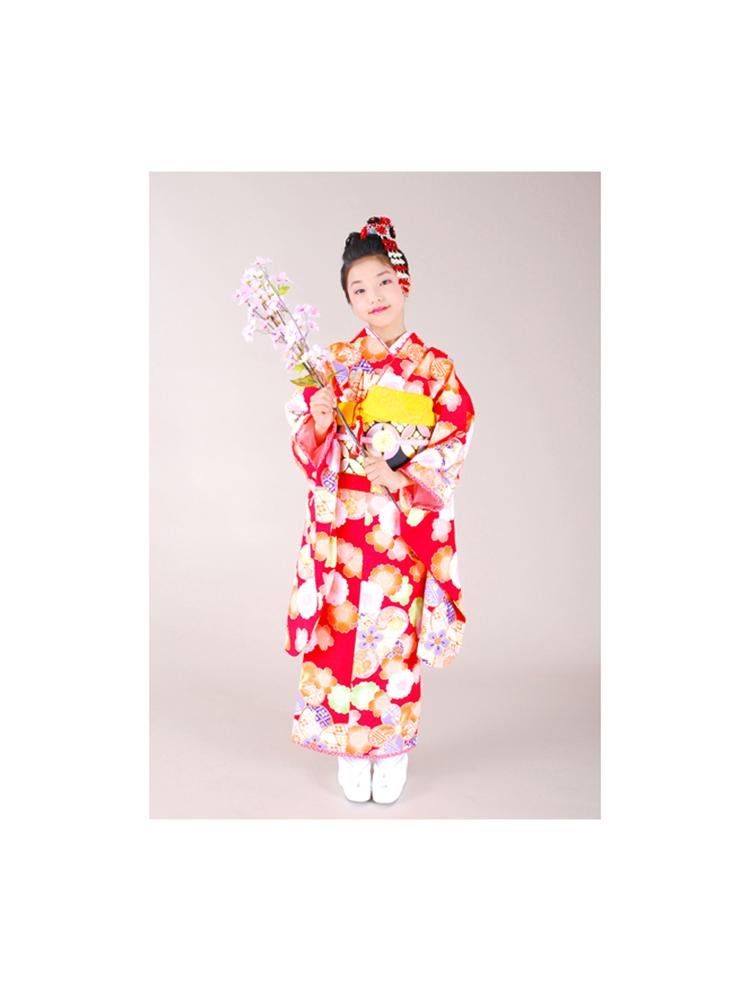 乙葉ブランドの十三参り用きもの。赤色で可愛らしい子供着物レンタルです。