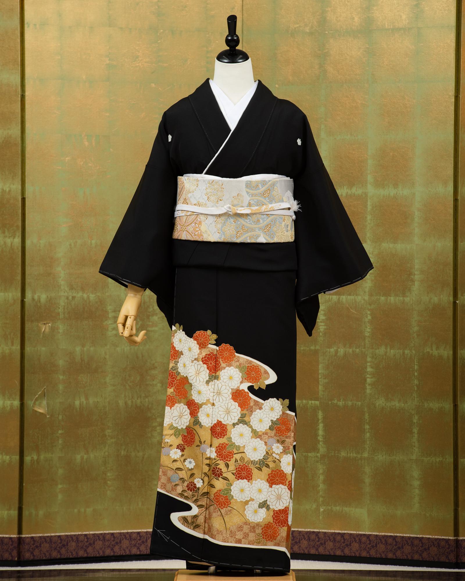 【高級黒留袖レンタル】t-223 金に菊柄 Sサイズのフルセットレンタル