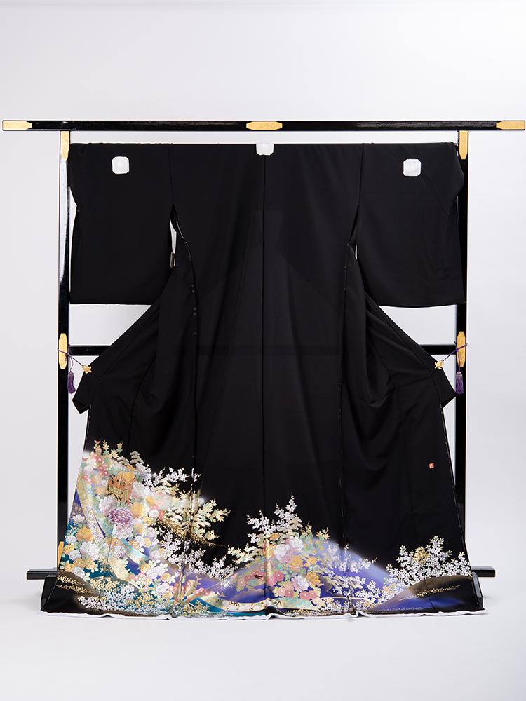 【大きいサイズの高級黒留袖レンタル】t-481 幅広サイズの華やかな留袖 MOサイズ