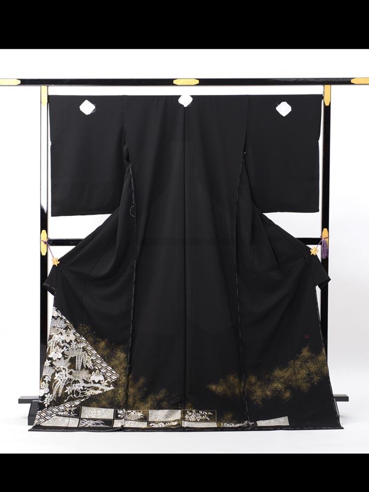 総刺繍の黒留袖レンタル。品番t-635の絵羽画像