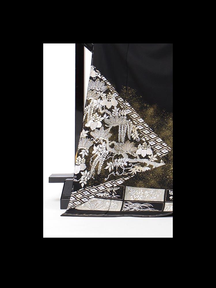 総刺繍の黒留袖レンタル。品番t-661の詳細画像