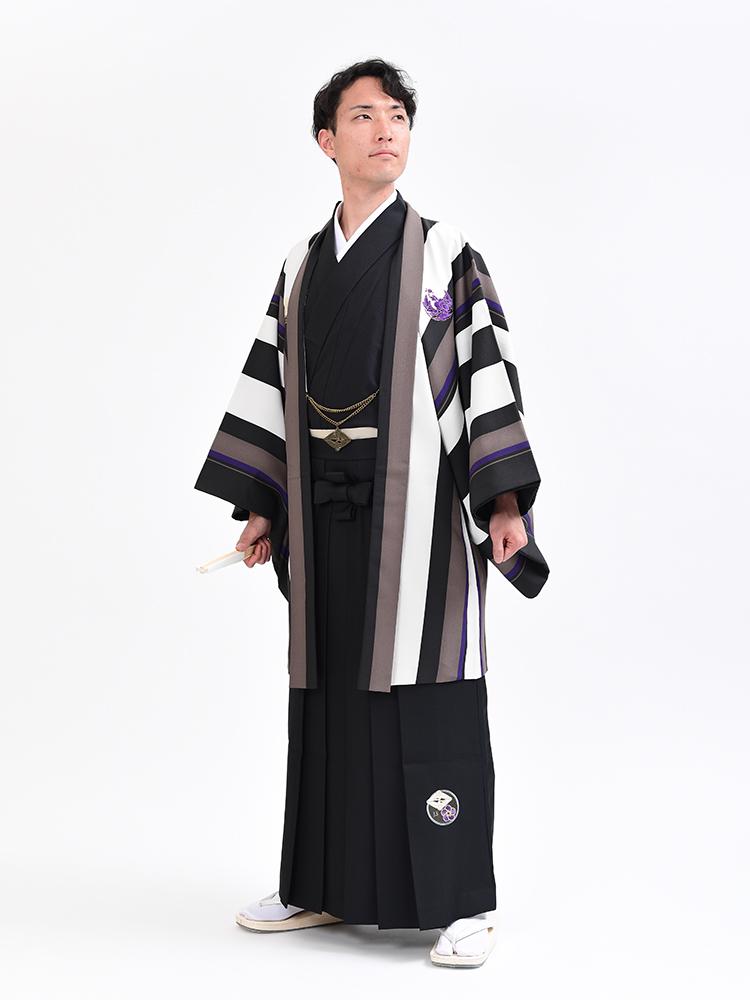 つるの剛士ブランドの男性着物と羽織と袴です。ストライプの羽織がオシャレなタイプ