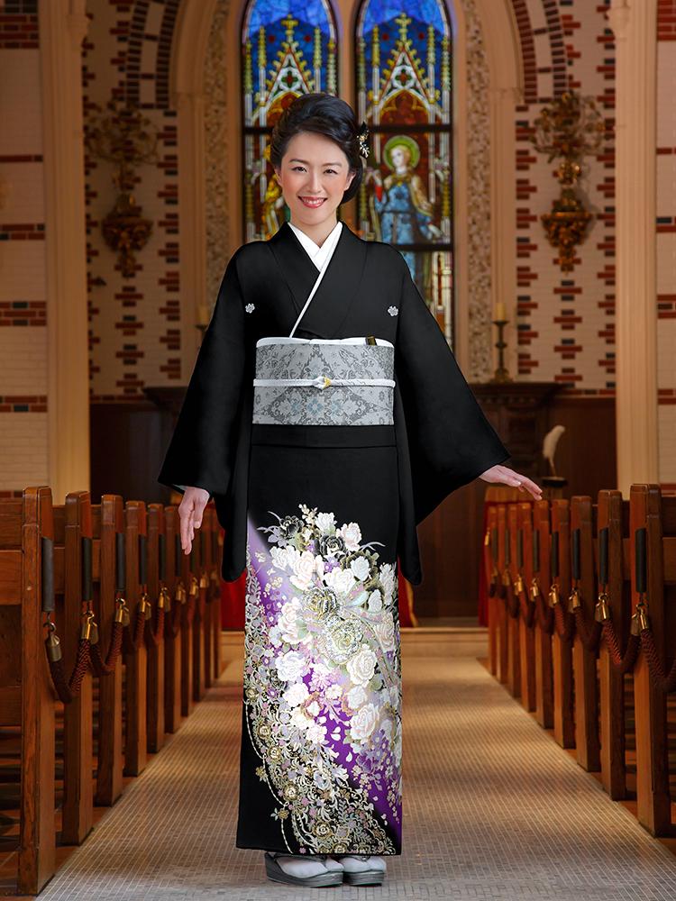 【高級黒留袖レンタル】yumi-katsura-22 桂由美ブランドの黒留袖「薔薇の舞」 MLサイズ 薔薇の花束