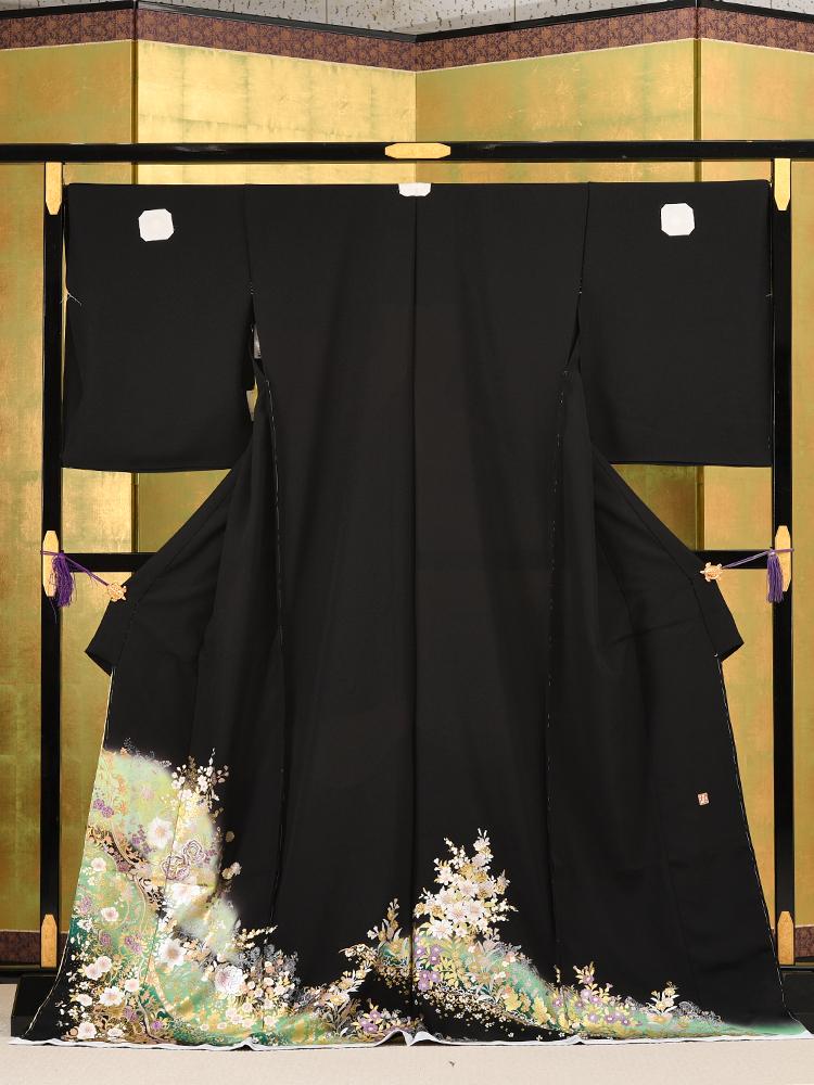 【高級黒留袖レンタル】yumi-katsura-25 桂由美ブランドの黒留袖「花の音」 MSサイズ 黄緑色で薔薇の柄