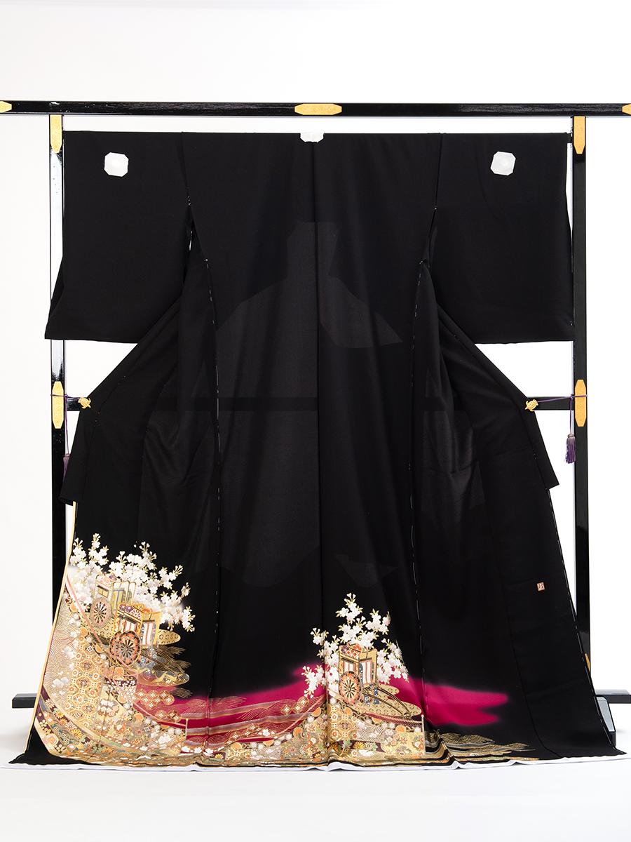 【大きめサイズの桂由美黒留袖レンタル】yumi-katsura-27・桂由美ブランドの高級黒留袖・サイズLOで裄丈長め