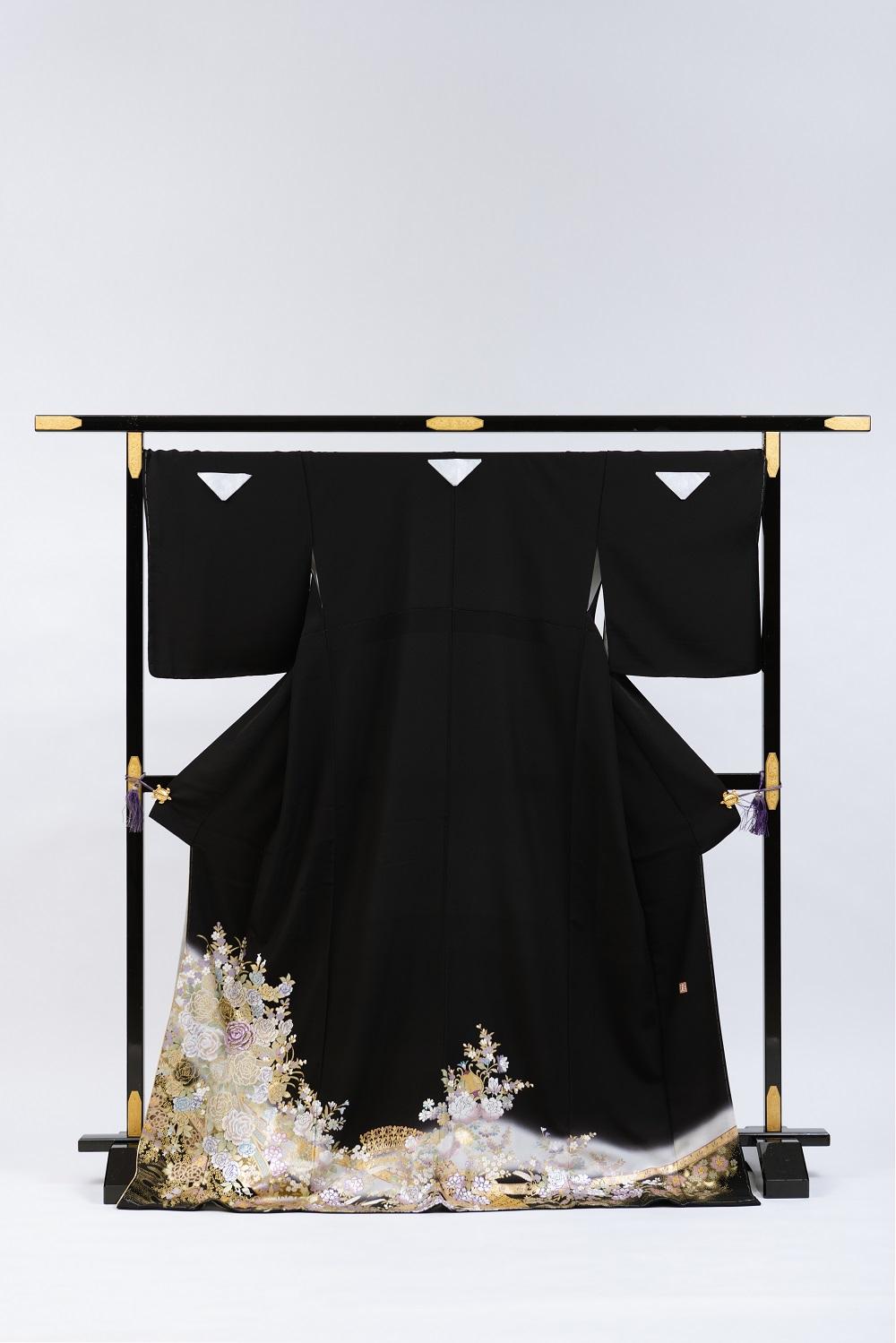 【Lサイズの桂由美留袖レンタル】yumi-katsura-28 桂由美ブランドの黒留袖レンタル パステル調 薔薇  Lサイズ