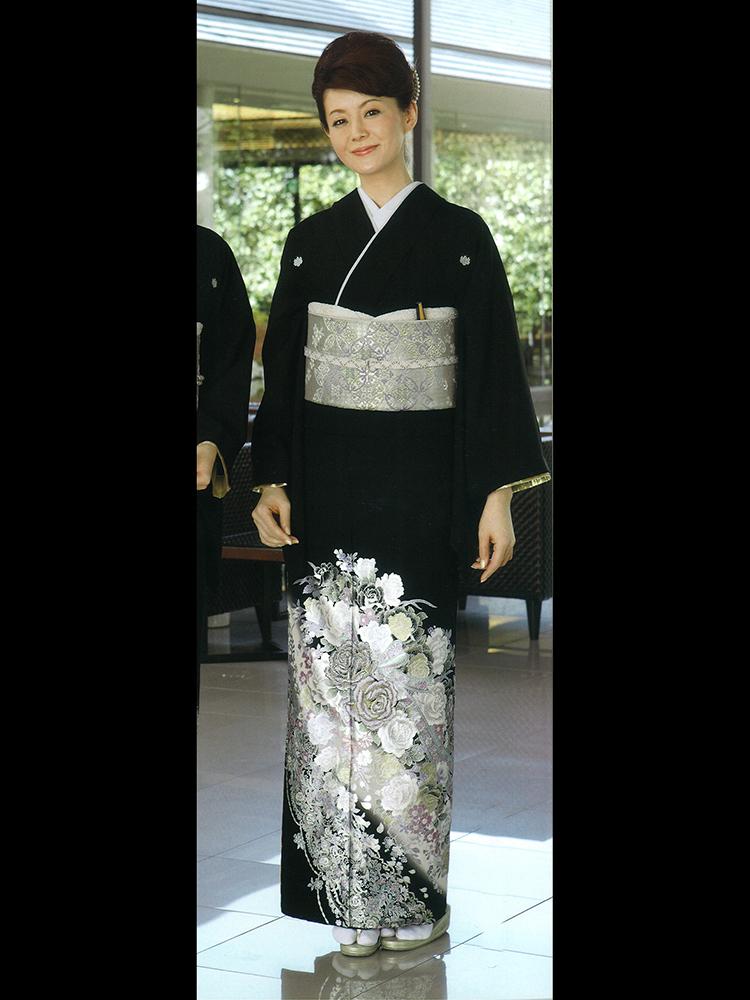 【高級黒留袖レンタル】yumi-katsura-7 桂由美ブランドの黒留袖「花の響き」Lサイズ Lサイズ バラの花束