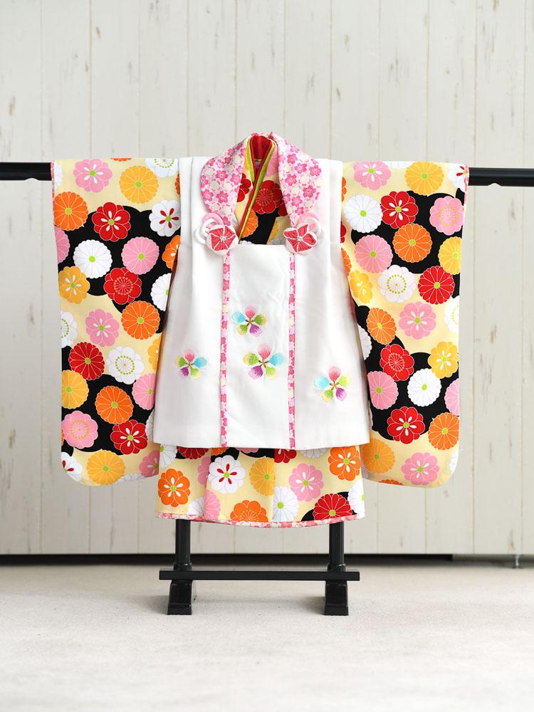 【七五三の着物レンタル】 3歳の女の子用被布セット ブランド「式部浪漫」黄色と黒の着物、被布は白 品番:KD-26