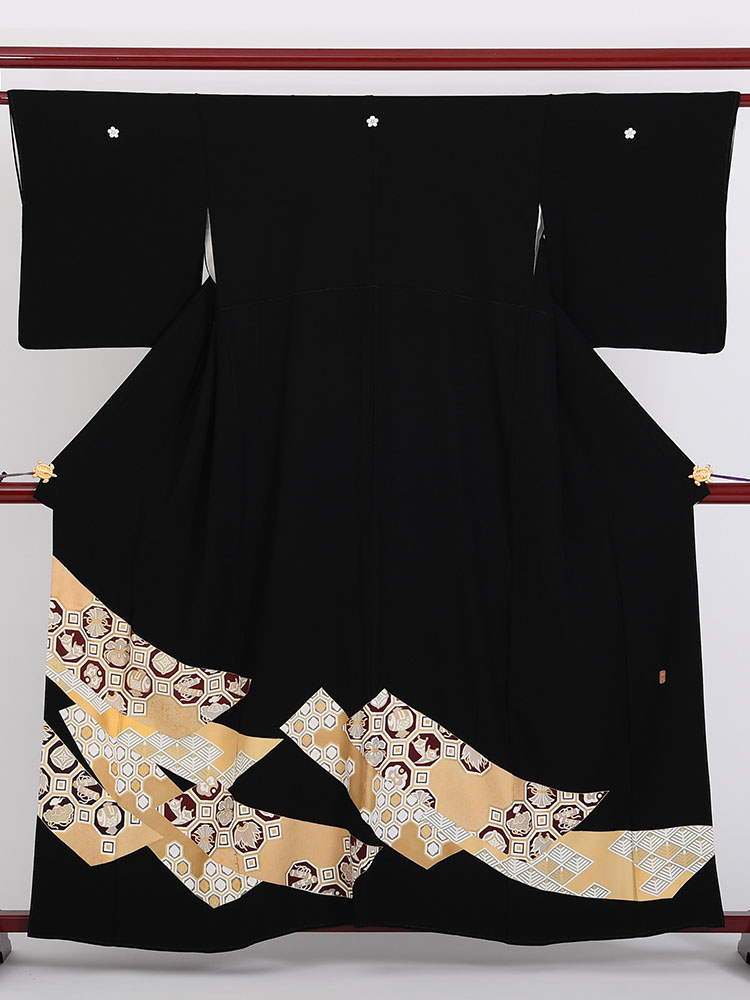 【高級黒留袖レンタル】1800 通好みの逸品・紋は梅鉢 Mサイズ 短冊・宝尽くし