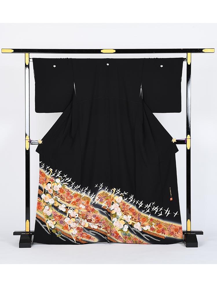 【高級黒留袖レンタル】kansai-10 山本寛斎ブランド・飛翔鶴に小花 MLサイズ 飛翔鶴