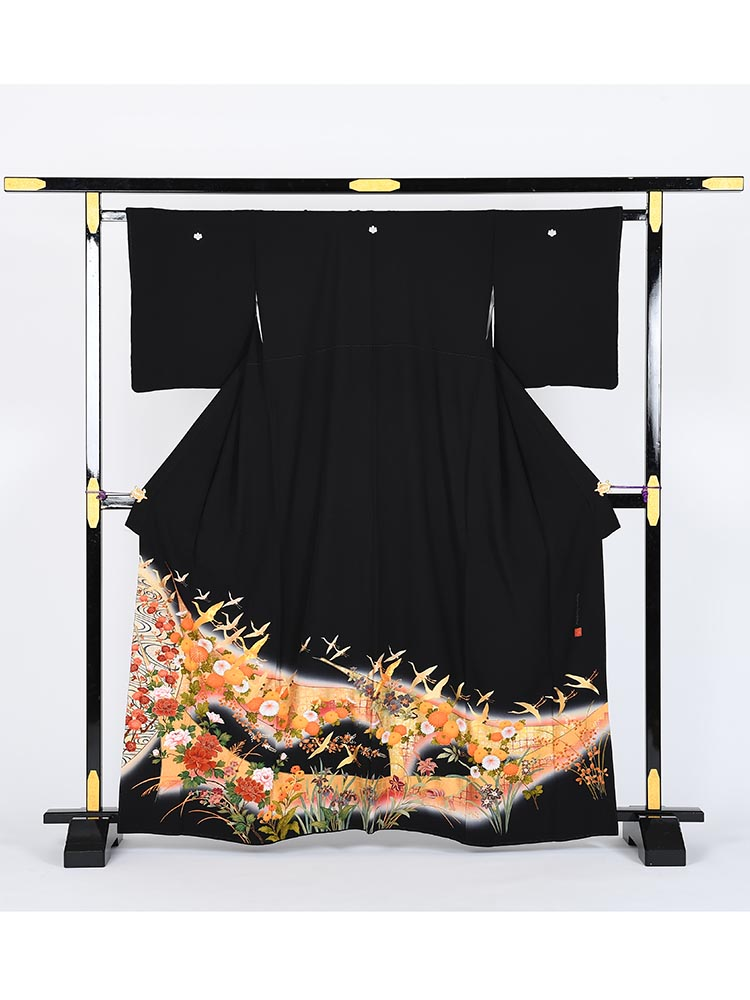 【高級黒留袖レンタル】kansai-3S 山本寛斎ブランド・金屏風・Sサイズ Sサイズ 金屏風・飛鶴・四季の花