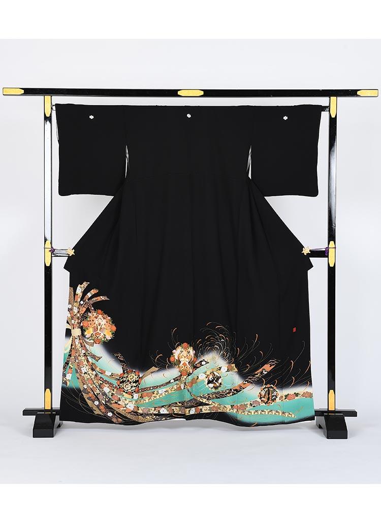 【高級黒留袖レンタル】kansai-7 山本寛斎ブランド・孔雀に束ね熨斗 MLサイズ 束ね熨斗・孔雀