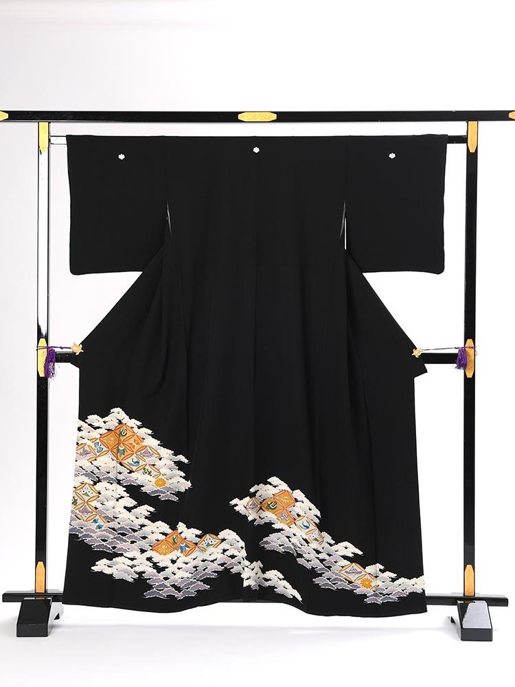 【高級黒留袖レンタル】t-101 小柄な方向け・七宝と松 Sサイズ 七宝文様・松・宝尽くし