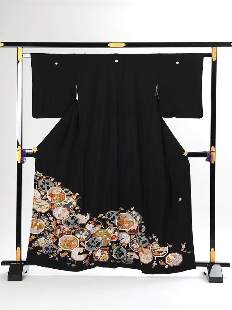 【高級黒留袖レンタル】t-104 亀甲に四季の花 Sサイズ 亀甲・四季の花