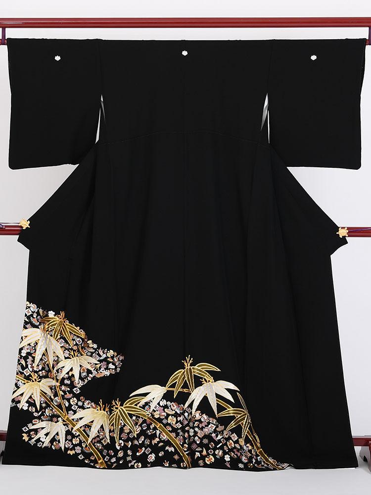 【高級黒留袖レンタル】t-411 総刺繍・笹と宝尽くし MLサイズ 総刺繍・宝尽くしと笹