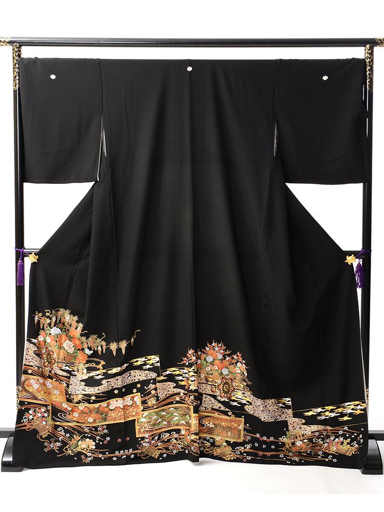 【大きいサイズの高級黒留袖レンタル】t-447 ゆったりサイズの花車柄 MOサイズ 花車