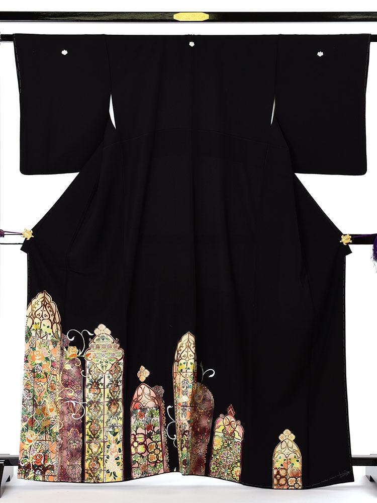 【高級黒留袖レンタル】t-471ML チャペルウエディング向けの留袖・暖色系のMLサイズ MLサイズ ステンドグラス・バラ柄