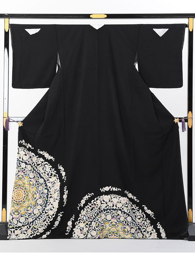 【高級黒留袖レンタル】t-474 チャペルにお薦めのオシャレな高級十日町友禅 MLサイズ 宝相華文