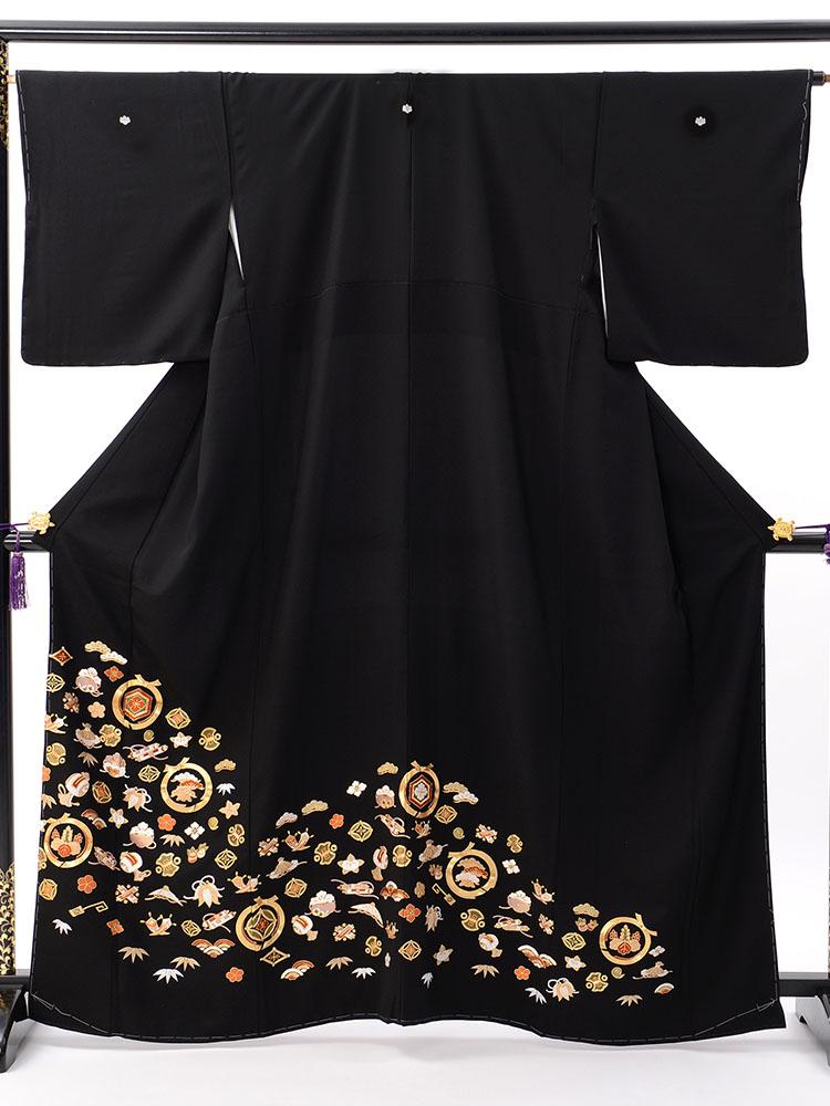 【高級黒留袖レンタル】t-607 宝尽くし総刺繍 Mサイズ 総刺繍・宝尽くし