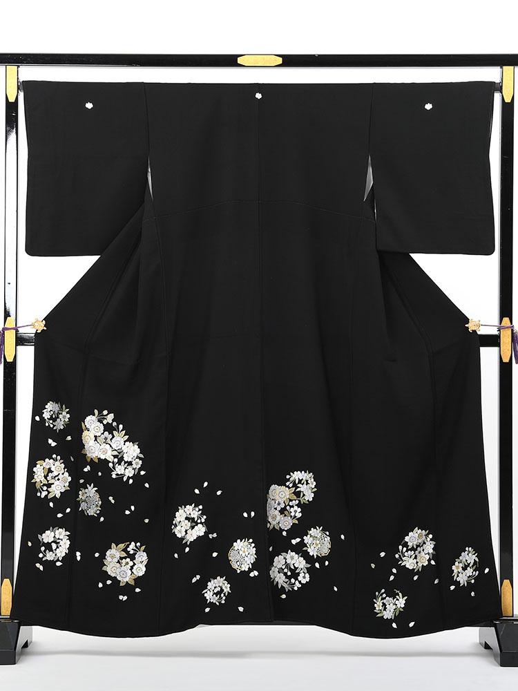【幅広で小柄な方向け総刺繍の高級黒留袖レンタル】t-641 背が低くて少しゆったりサイズの総刺繍 SOサイズ 総刺繍・桜