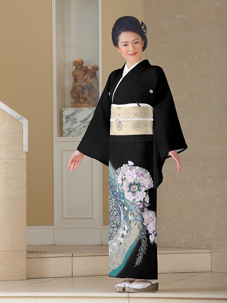 【高級黒留袖レンタル】yumi-katsura-21 桂由美ブランドの黒留袖「チャペルの音」 MLサイズ バラと洋花